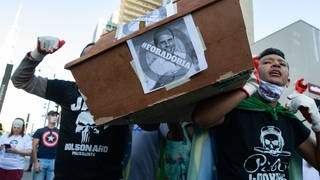 Brasilien: Anhänger von Präsident Jair Bolsonaro demonstrieren gegen die Ausgangsbeschränkungen in ihrer Provinz. (Foto: picture-alliance / Reportdienste, picture alliance/ZUMA Press)